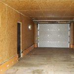 Внутри гаража